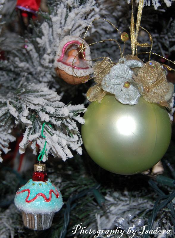 Cupcake Ornament (588x800) web-si