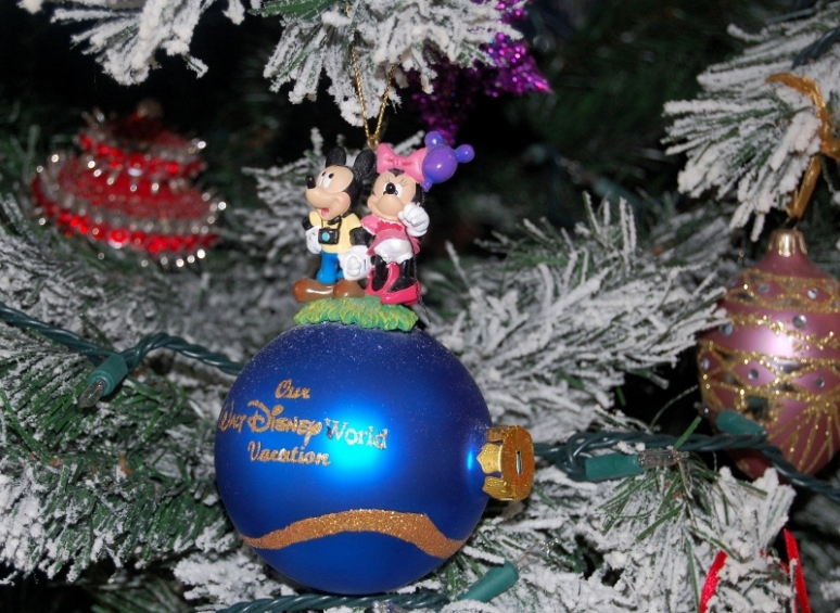 Disney Ornament (800x584)