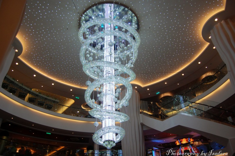 Nowegian Epic Cruise - Atrium Glass Sculpture web
