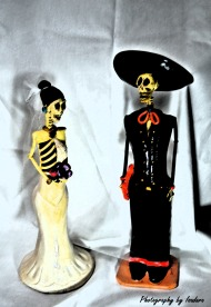 Skeleton-Couple-signed-sume
