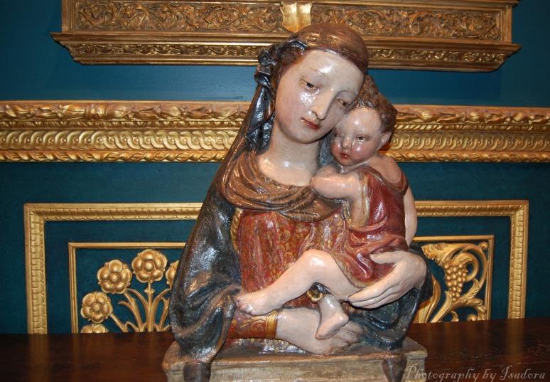 Madonna-&-Child-sculpture--