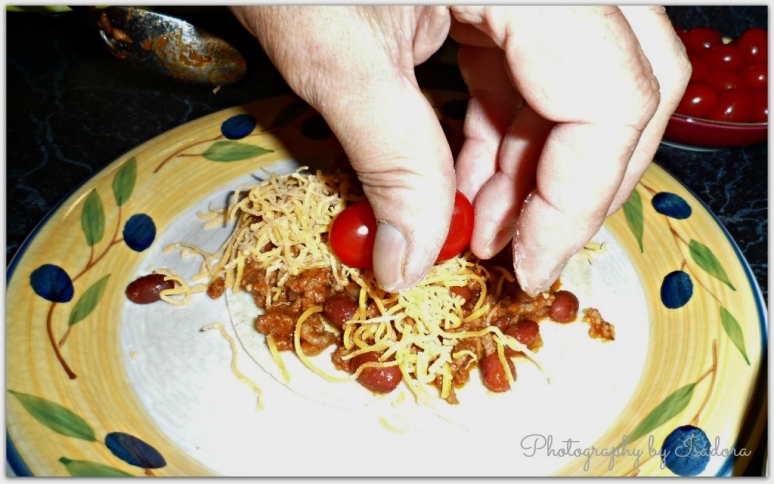 Chili - fingers signed.web
