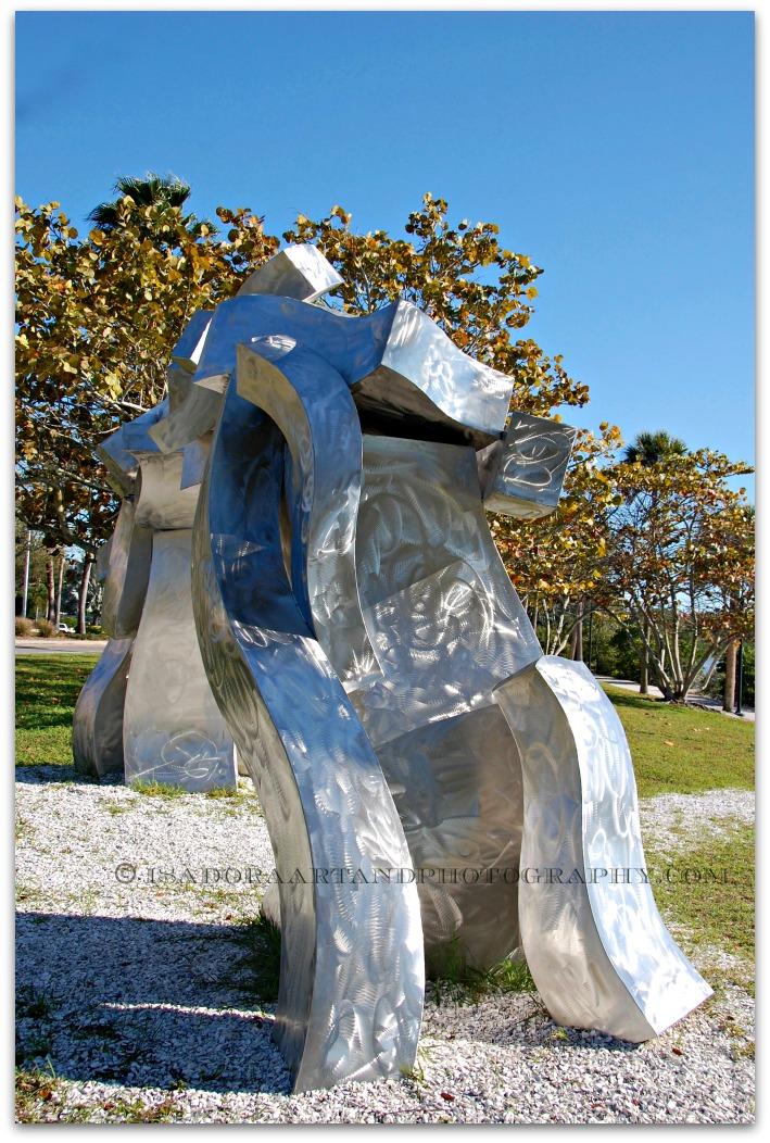 Sculpture arch side.web