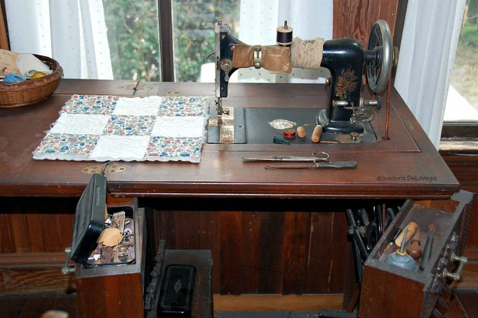 art-antique-guptill-sewing-machine-color-web