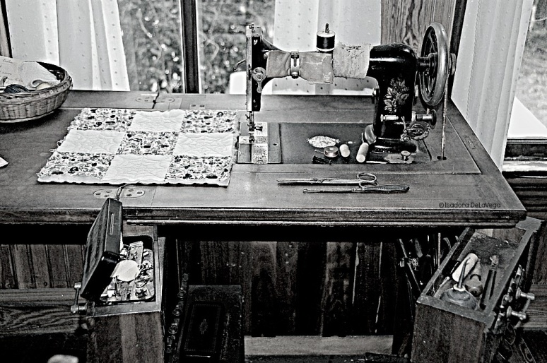 art-antique-guptill-sewingpsmachine-web