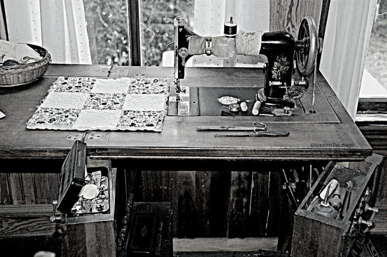 art-antique-guptill-sewingpsmachine-web